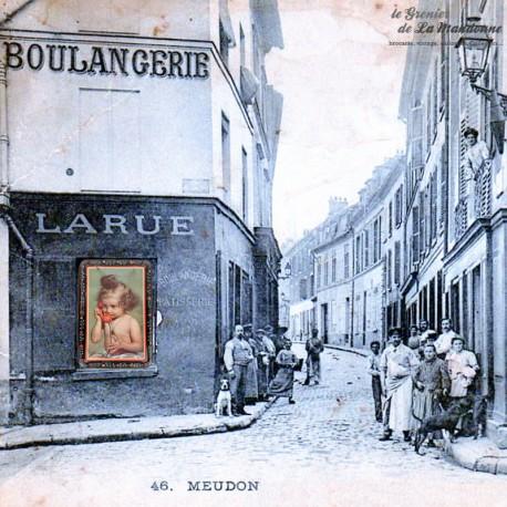 Le Grenier de la Mandoune. Ancienne boîte en tôle décor enfant au téléphone orange. French Antique