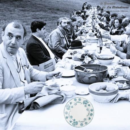Le Grenier de la Mandoune. Lot de 8 assiettes plates U&Cie Sarreguemines, modèle GÉRANIUM, 1900. French Antique