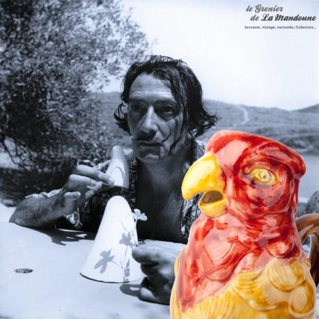 Le Grenier de la Mandoune. Pichet carafe perroquet en faïence, barbotine de Saint Clément
