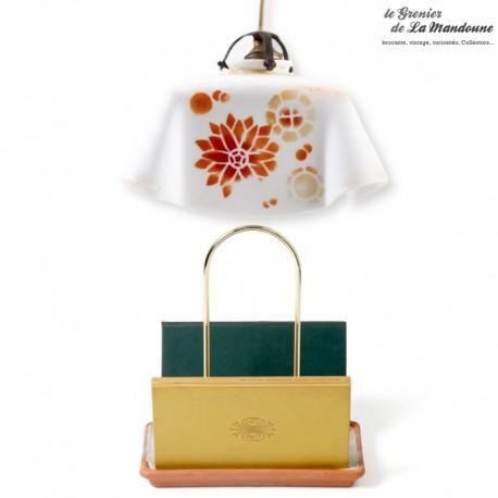 Lustre suspension opaline blanche avec décor graphisme orange. French vintage