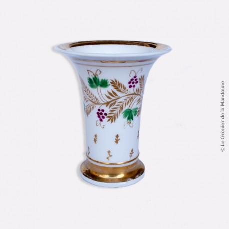 Petit Vase cornet en Porcelaine de Paris, vers 1820 1830