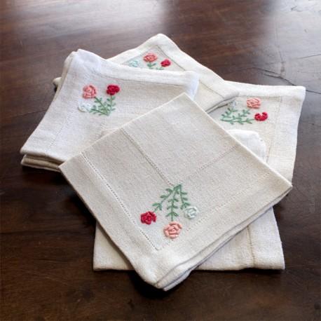 Ensemble composé de 6 serviettes anciennes à thé, décors brodés petites fleurs
