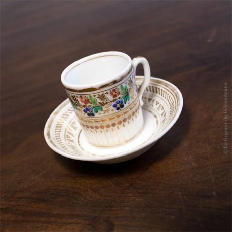 Tasse à café et sa soucoupe en porcelaine de Paris - 1820 - 1830