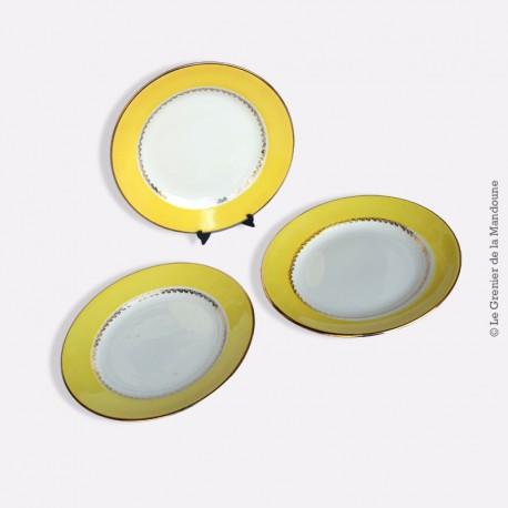 3 assiettes à dessert Digoin & Sarreguemines, marli jaune liseré or. 1920 - 1950