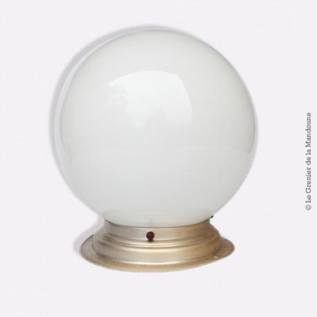 Plafonnier, applique vintage, globe en opaline blanc déco des années 1960. French Design