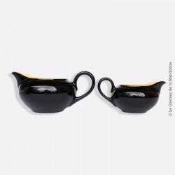 2 Pots à lait, coulis. Céramique noires et jaunes Villeroy & Boch. Années 50/60