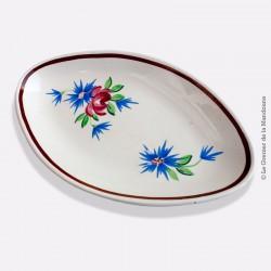 Ancien et rare petit plat oval, en faience à fond plat lisse, signé «Y»