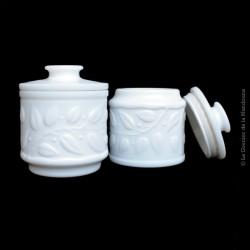 Anciens et beaux Pots à onguent (pharmacie) en opaline blanc