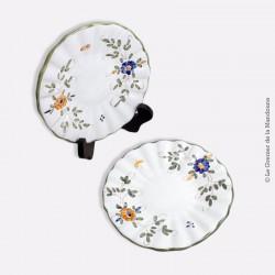 Paire de petites assiettes en céramique de Martres-Tolosane, signé J.M