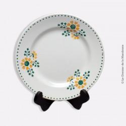 Assiette Porcelaine opaque de GIEN, motif fleurs vertes et jaunes. 1886- 1938
