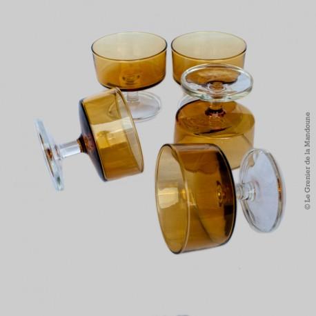 Lot 5 verres pieds (Coupe à Dessert), vintage, couleur Ambre (jaune) avec une base claire