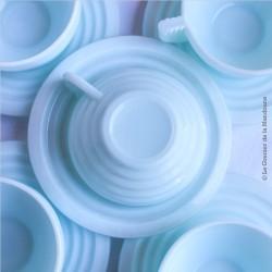 5 tasses anciennes à café ou thé avec soucoupes. Opaline mint bleu pâle 50's Art Déco