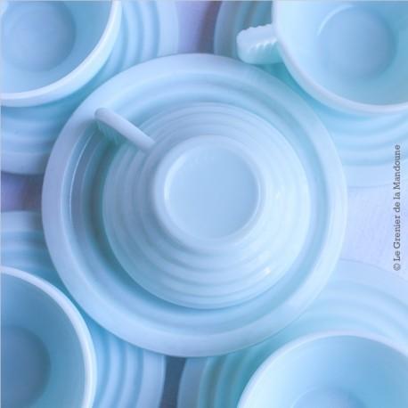 5 tasses à café ou thé avec soucoupes. Opaline mint bleu pâle 50's Art Déco