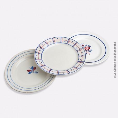 Ensemble de 3 assiettes bleu/rouge. K & G Lunéville , Création «Roselys», St Amand