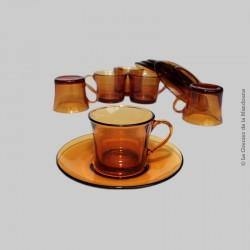 Ensemble de 5 Tasses Duralex France avec soucoupes, tasses à thé verre ambre. Vintage