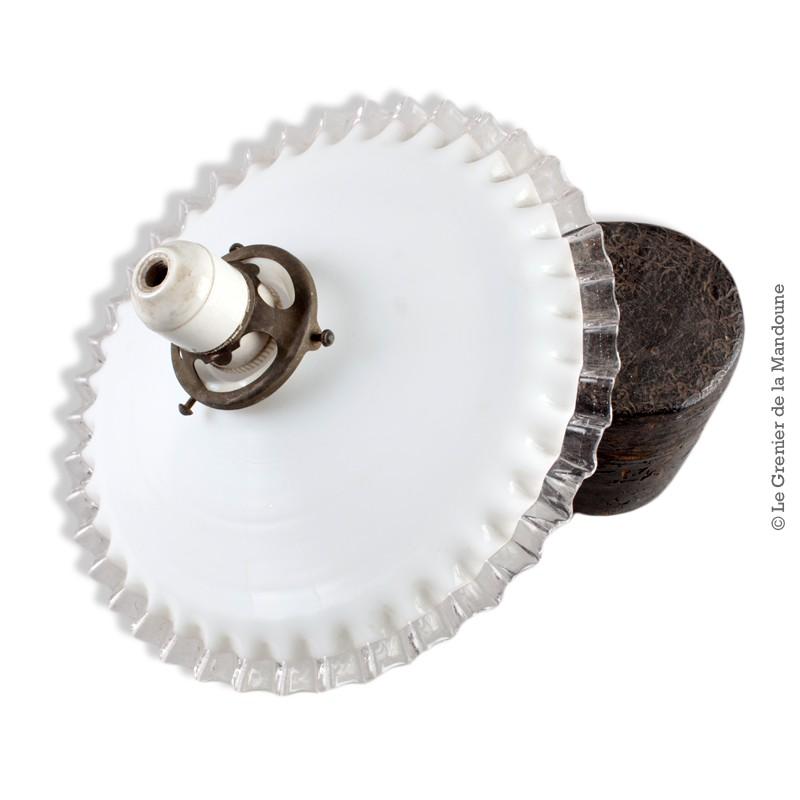 abat jour ancien opaline blanche dentel e transparente monture laiton et douille porcelaine sur. Black Bedroom Furniture Sets. Home Design Ideas