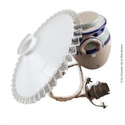 Abat-jour ancien Opaline dentelée, estampée BELCE