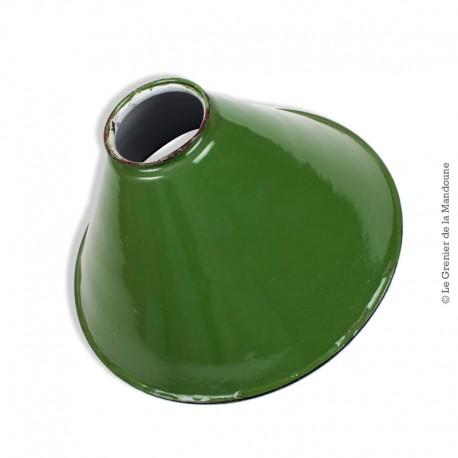 Ancienne lampe suspension en tôle émaillée verte conique vintage