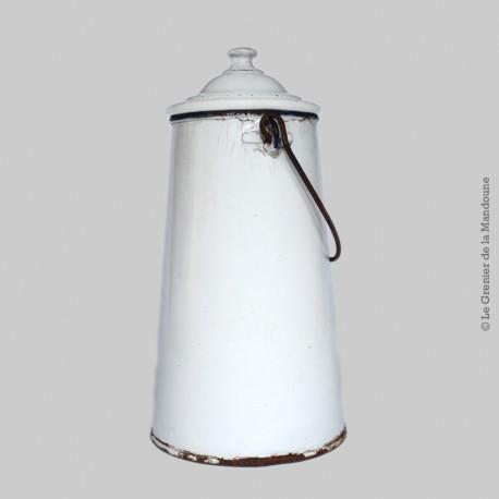 Ancien pot à lait complet avec couvercle et anse en tôle émaillé