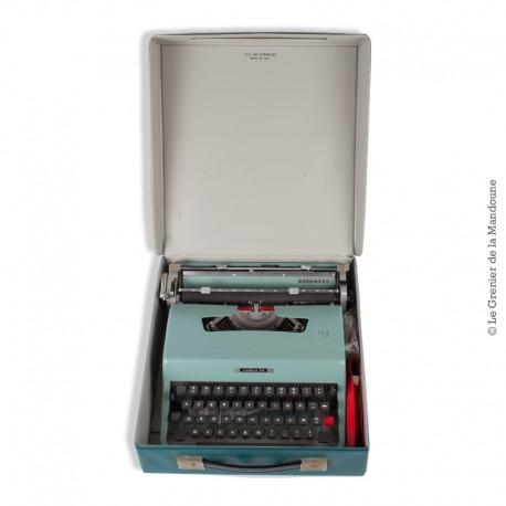 Le Grenier de la Mandoune. Machine à écrire vintage de collection Olivetti Lettera 32, 1966 couleur vert d'eau clair, TBE
