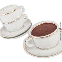 Le Grenier de la Mandoune. 3 grandes tasses à chocolat et leurs soucoupes en porcelaine blanche d'ancien bistrot Français