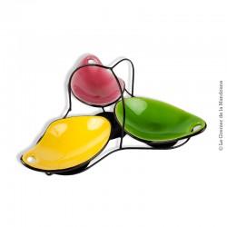 Le Grenier de la Mandoune. Serviteur à apéritif type Vallauris vintage, comprenant 3 coupelles en terre vernissée de 3 coloris :