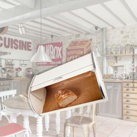 Le Grenier de la Mandoune. Huche / Boite à pain en métal, beige et Chrome, vintage