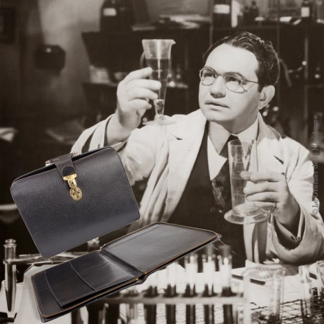 Le Grenier de la Mandoune. Sacoche vintage de médecin en cuir noir et son ordonnancier, vers 1965