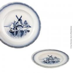 Le Grenier de la Mandoune. Paire d'assiettes anciennes St Amandinoise St Amand décor (Delft)