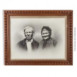 Cadre ancien en bois sculpté vers 1920, sous verre. Portrait photographique d'un couple