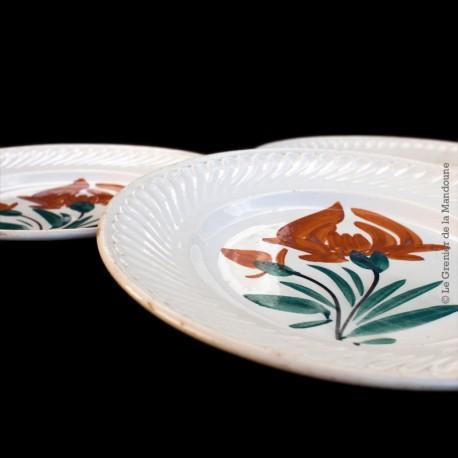 3 Anciennes assiettes dessert Faïencerie Nouvelle GIVORS FRANCE  Fleur peinte à la main