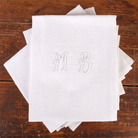 Le Grenier de la Mandoune. 8 Serviettes de tables anciennes Damas à décor fleuri et géométrique monogramme MB. Linge de Table fr