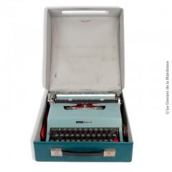 Le Grenier de la Mandoune. Machine à écrire vintage de collection Olivetti Lettera 32 de 1967 couleur vert d'eau clair