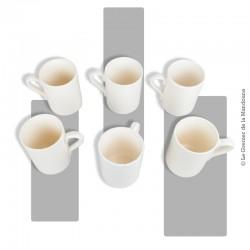 """Le Grenier de la Mandoune. Lot de 6 chopes anciennes de type """"mug"""" en faïence craquelée couleur crème"""