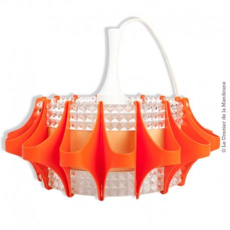 Le Grenier de la Mandoune. Lustre 70's, verre et plastique orange et transparent