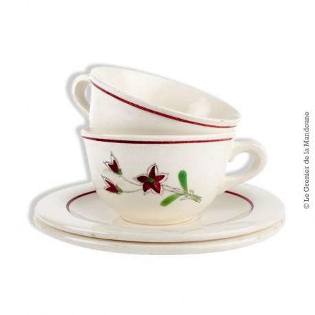 Le Grenier de la Mandoune. 2 tasses à café avec soucoupes, faïencerie Salins. French Antique