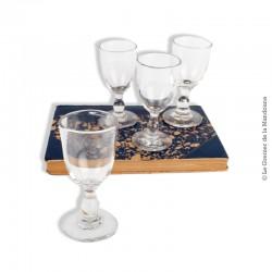 Le Grenier de la Mandoune. 4 petits verres 19ème ou début 20ème siècle, en verre soufflé / moulé
