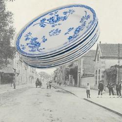 Le Grenier de la Mandoune. Lot de 8 assiettes à dessert K&G Lunéville, décor fleurs bleues. French vintage