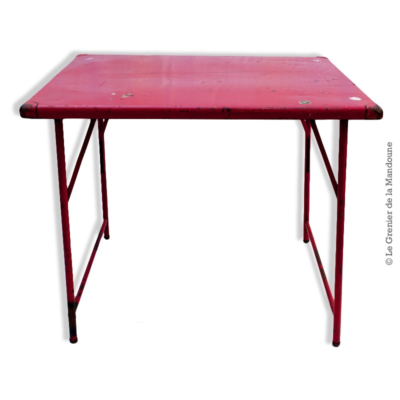 table pliante en m tal couleur rouge camping vintage. Black Bedroom Furniture Sets. Home Design Ideas