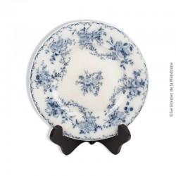 """Le Grenier de la Mandoune. Ancienne assiette modèle """"Bertha""""  décor floral. Faïencerie de Sarreguemines"""