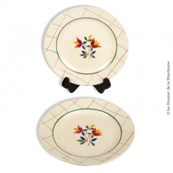 Le Grenier de la Mandoune. 2 Assiettes plates, GIEN Collection TAMARIS, Décoré à la main. 1941 - 1960