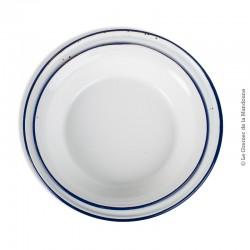 Le Grenier de la Mandoune. 2 plats creux (ou bassines) en métal émaillé blanc liseré bleu