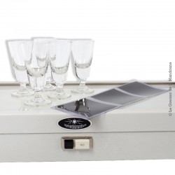 5 petits verres à alcool en verre soufflé moulé, début 20ème siècle