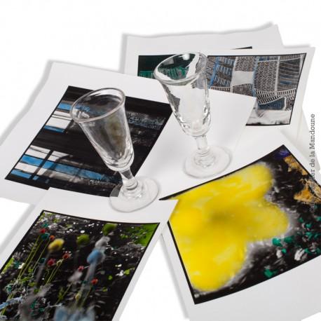 Le Grenier de la Mandoune. 2 petits verres à alcool en verre soufflé moulé, forme tulipe, début 20ème siècle