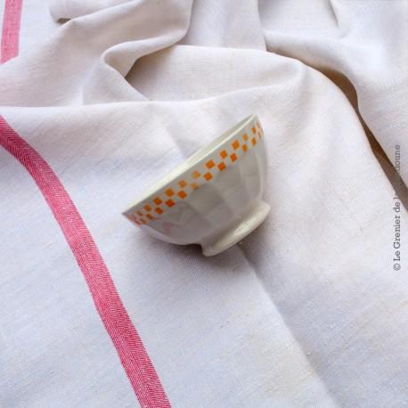 Paire anciens bols blanc, décor liseré petit damier bleu