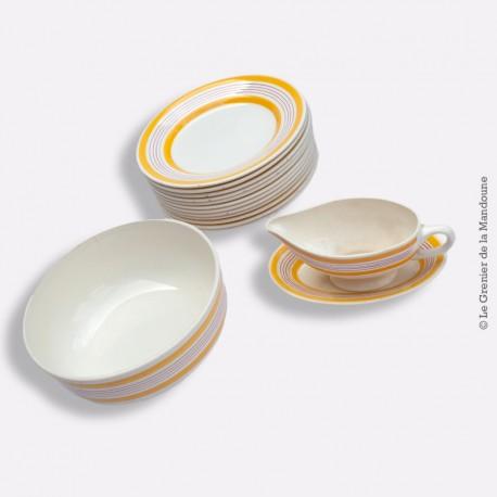 Assiettes et plat et saucier Salins modele Basquais, vers 1960