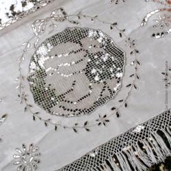 Ancienne garniture de cheminée dentelle à franges, broderies sur fil de lin