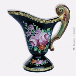 Aiguière pichet faïence CLAMECY. Fond noir, motif fleurs (pivoines). French antique