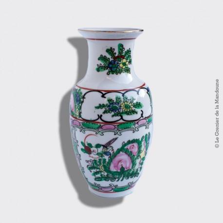 Petit vase en porcelaine Chinoise ancienne, avec signature