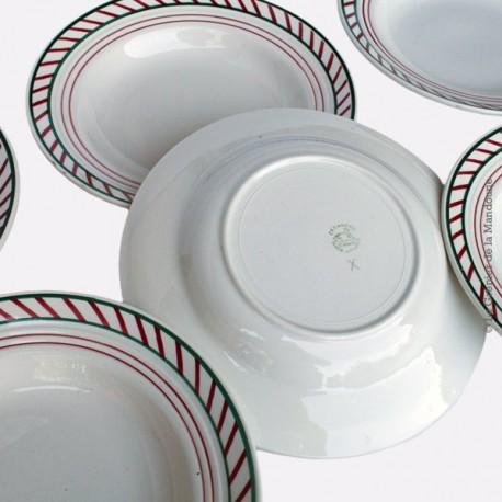 5 assiettes faïencerie de Céranord, St Amand, marli liseré vert et rouge. 1908 - 1962